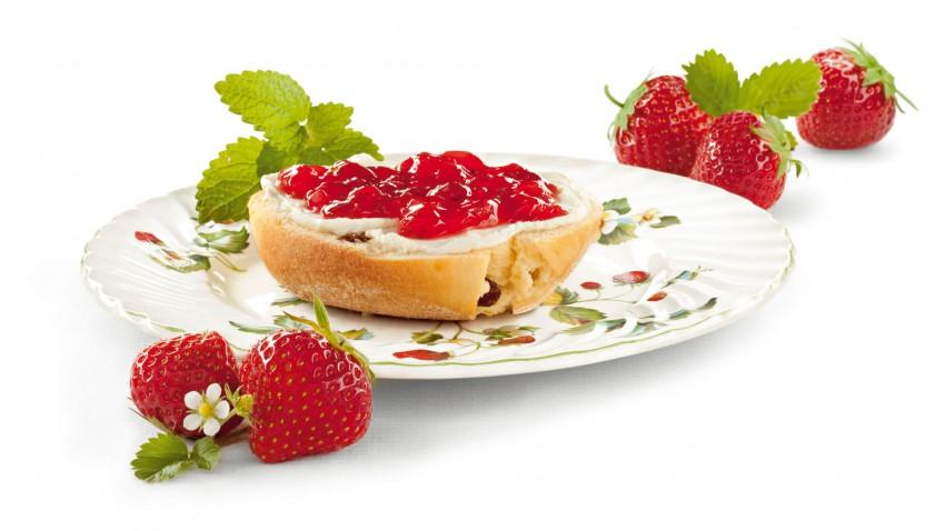 Erdbeerbrotaufstrich mit Zitronenmelisse