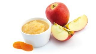 Apfelkompott mit getrockneten Aprikosen
