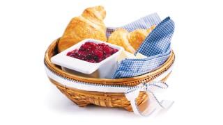 Erdbeer-Holunderbeer-Brotaufstrich mit Gelier Zucker 2plus1