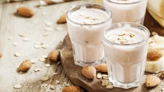 Laktosefreier Birnen-Bananen-Mandelmilchshake
