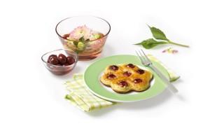 Pfannkuchen-Blümchen mit Schattenmorellen