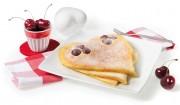 Pfannkuchen-Herz mit Schattenmorellen